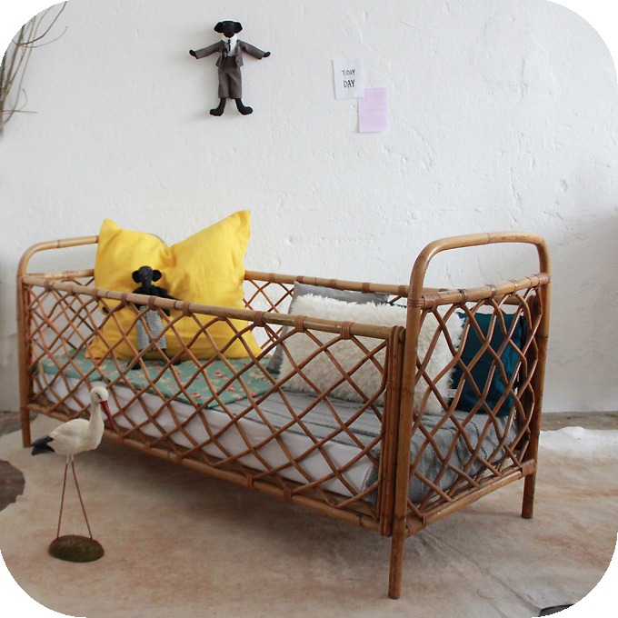 lit bebe osier. Black Bedroom Furniture Sets. Home Design Ideas