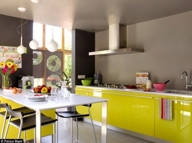 meuble de cuisine jaune quelle couleur pour les murs. Black Bedroom Furniture Sets. Home Design Ideas