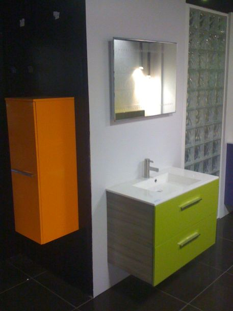 stunning salle de bain orange et vert anis photos awesome interior home satellite. Black Bedroom Furniture Sets. Home Design Ideas