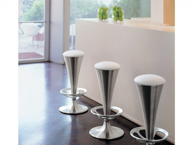 Tabourets de bar design pas cher for Tabouret design cuisine