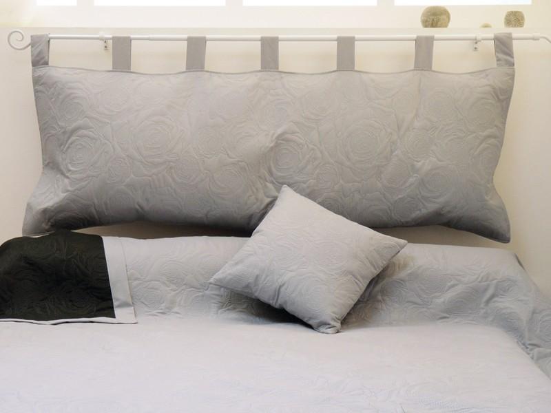 Photo tete de lit oreiller for Tete de lit en bois fait maison