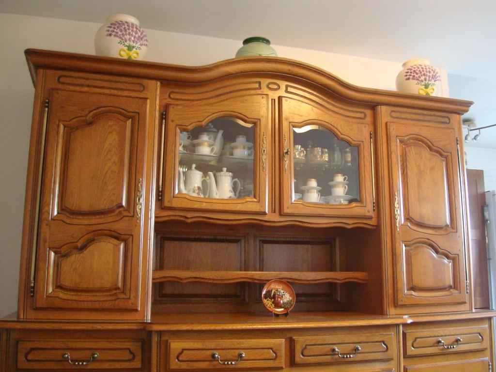 mod le vaisselier en bois massif. Black Bedroom Furniture Sets. Home Design Ideas
