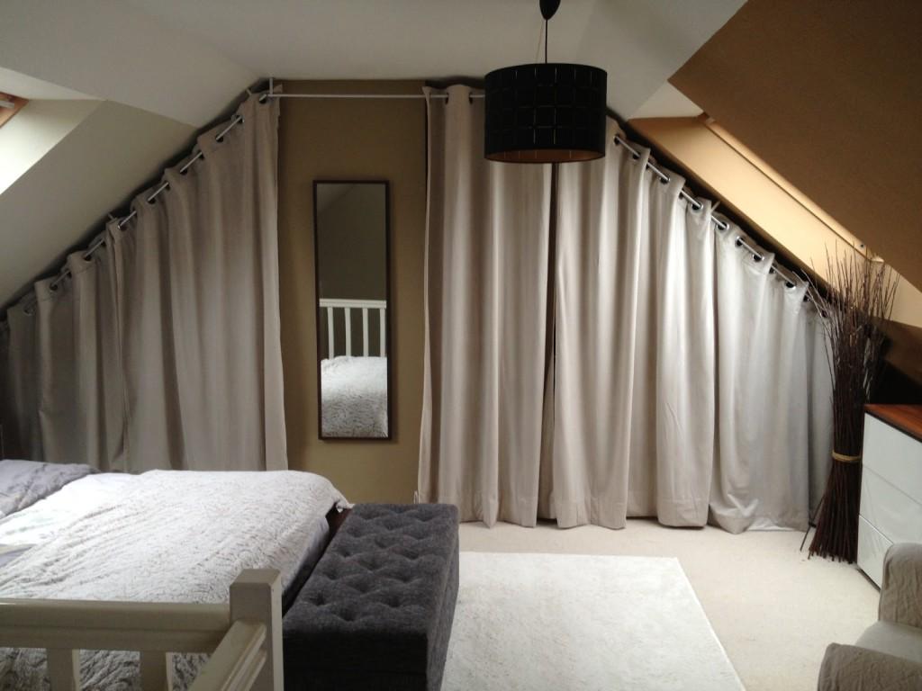 armoire de chambre sous pente. Black Bedroom Furniture Sets. Home Design Ideas