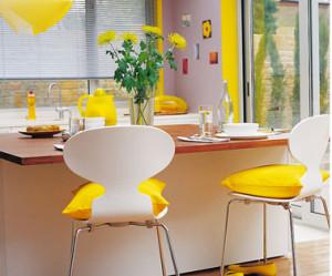 chaise de cuisine jaune