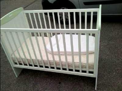 lit bebe kangourou. Black Bedroom Furniture Sets. Home Design Ideas