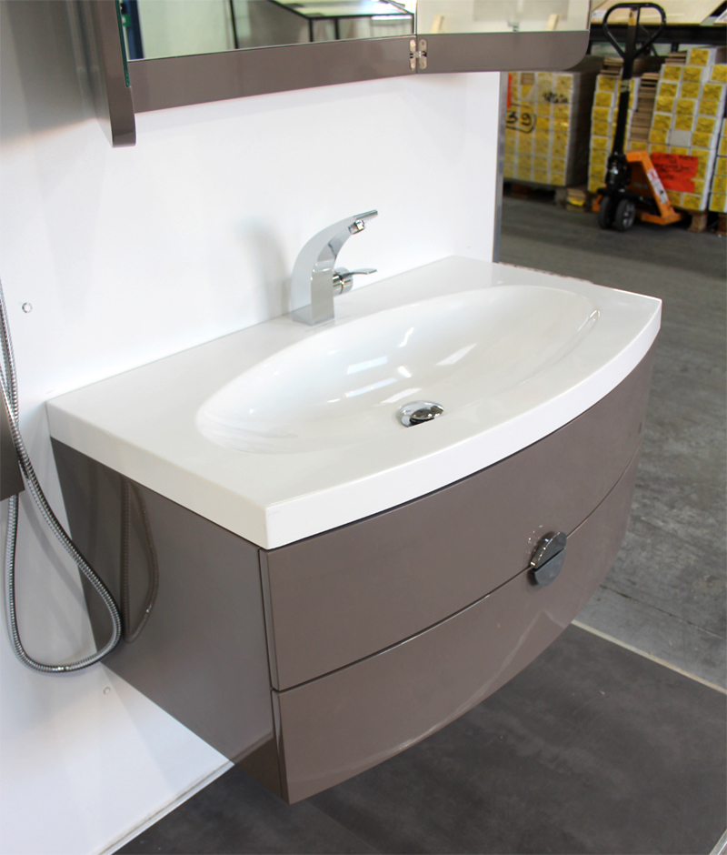 Mod le armoire salle de bain taupe for Modele armoire salle de bain