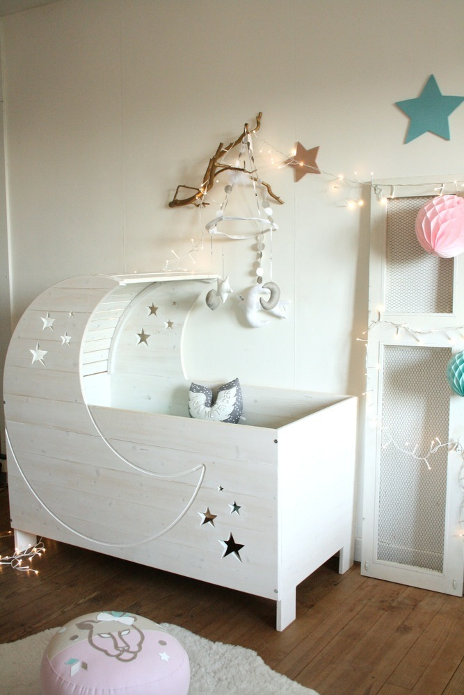 lit bebe lune. Black Bedroom Furniture Sets. Home Design Ideas