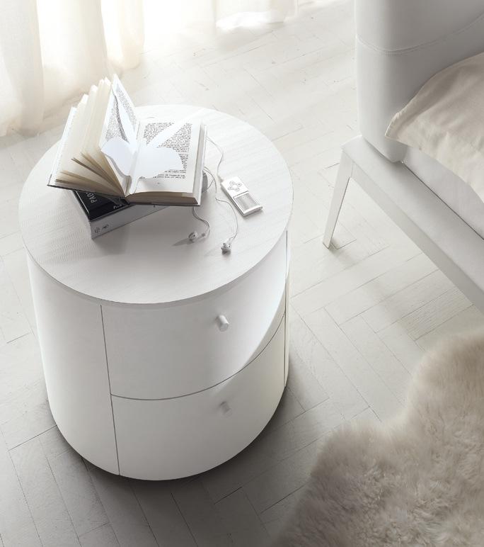 organisation table de chevet ovale. Black Bedroom Furniture Sets. Home Design Ideas