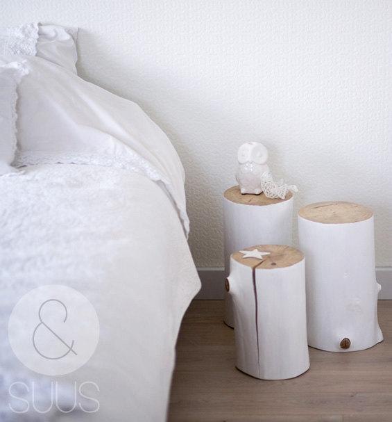 table de chevet rondin de bois. Black Bedroom Furniture Sets. Home Design Ideas