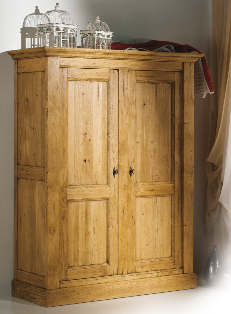 armoire en bois massif. Black Bedroom Furniture Sets. Home Design Ideas