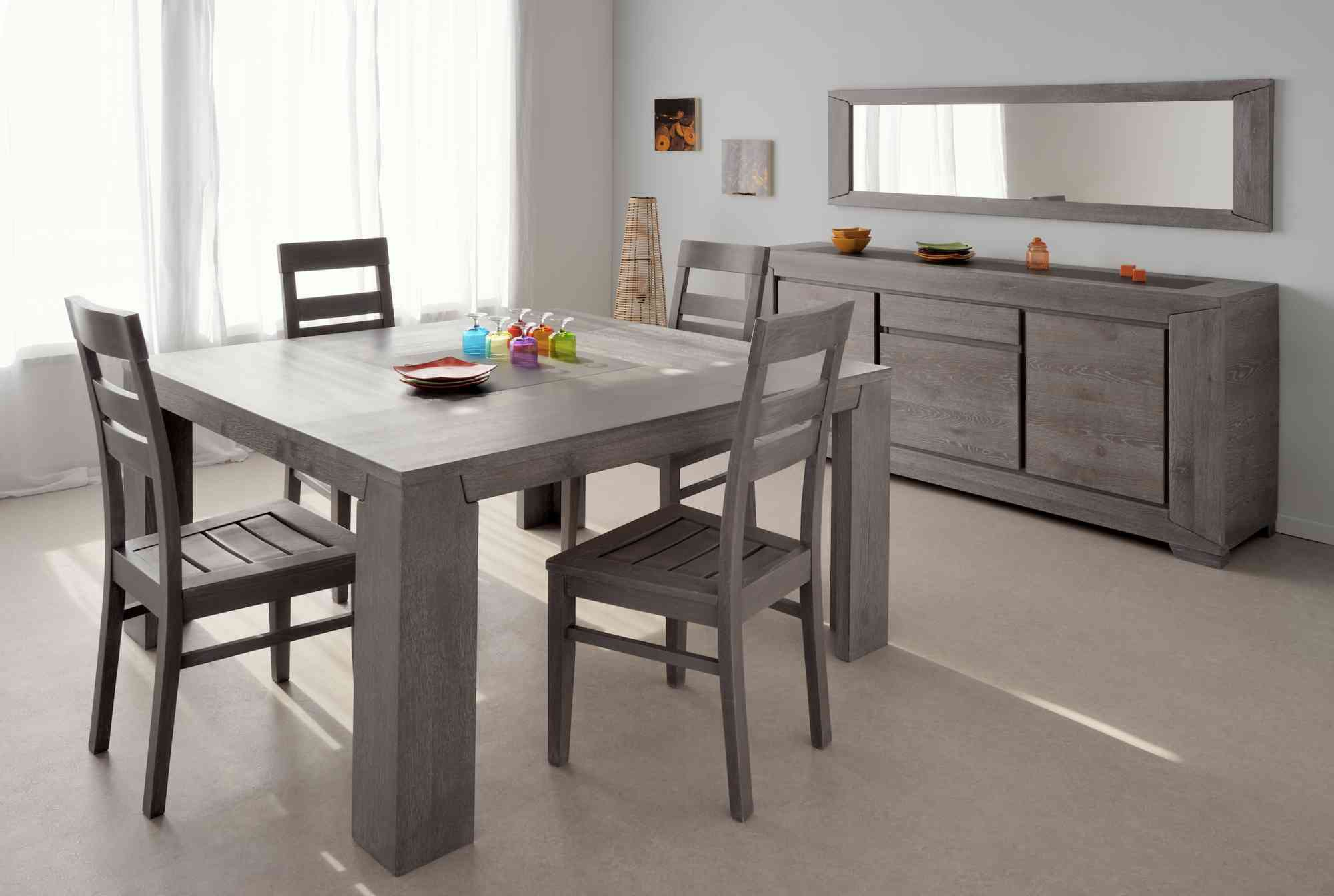 Tables et chaises de salle a manger but for Decoration table salle a manger