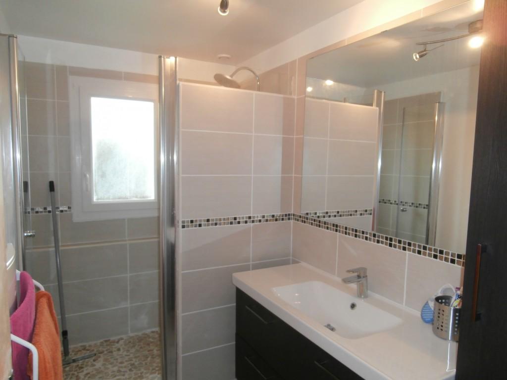 Armoire salle de bain point p for Carrelage salle de bain point p