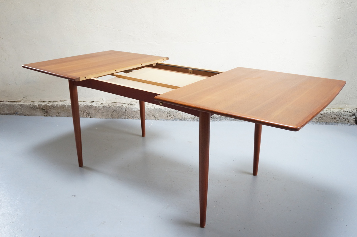Table salle a manger scandinave for Table de salle a manger design scandinave