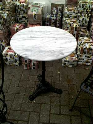 Table de bar marbre for Table bistrot marbre ronde