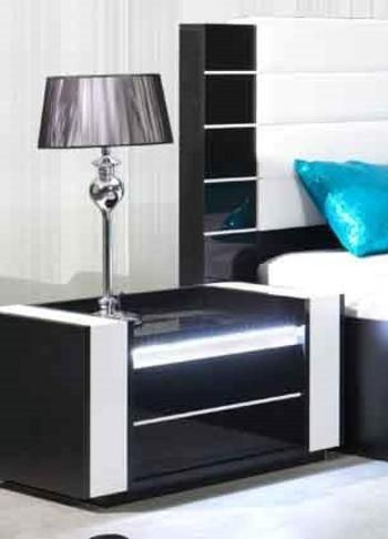 photo table de chevet noir laque. Black Bedroom Furniture Sets. Home Design Ideas