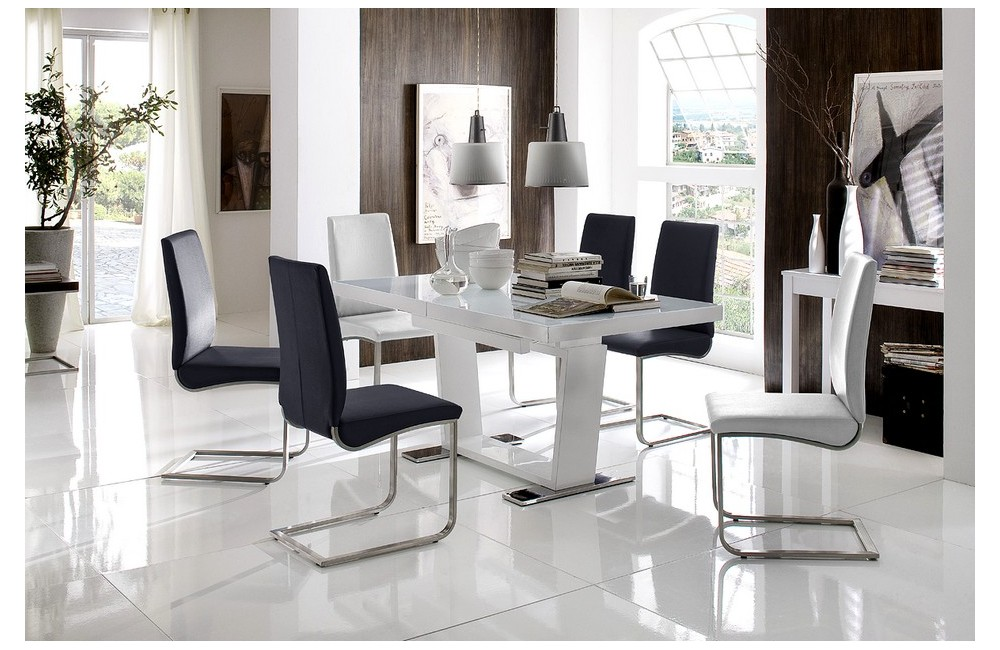 Table plus chaises salle manger maison design for Chaise table a manger