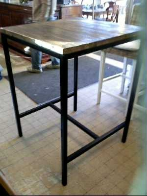 Trouver Table De Bar Haute Design Noir Et Chrome Pictures to pin on ...