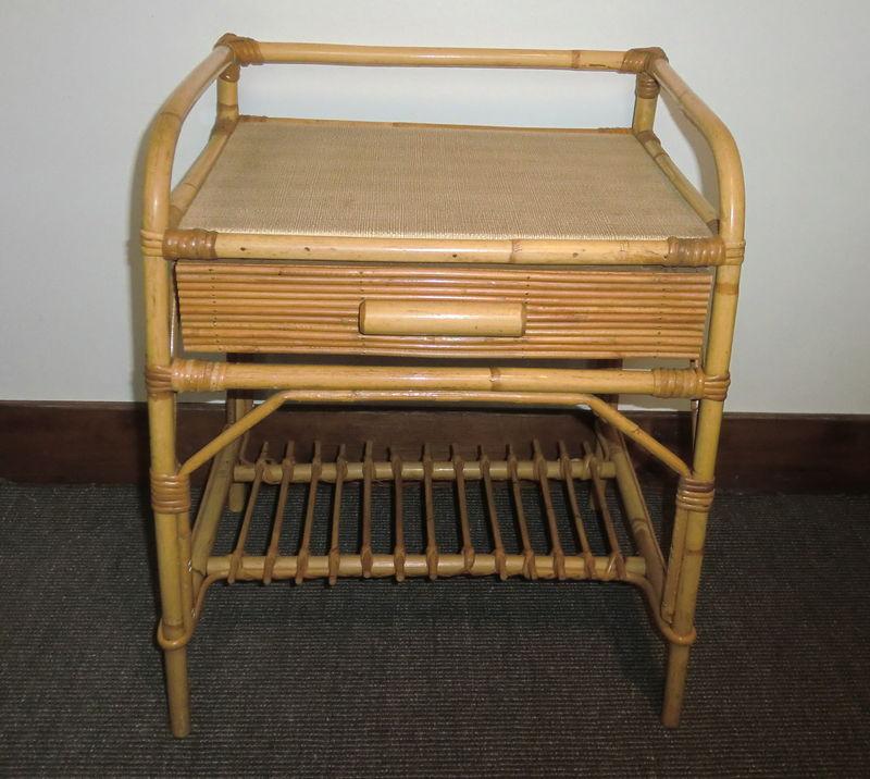 mobilier maison table de chevet rotin. Black Bedroom Furniture Sets. Home Design Ideas