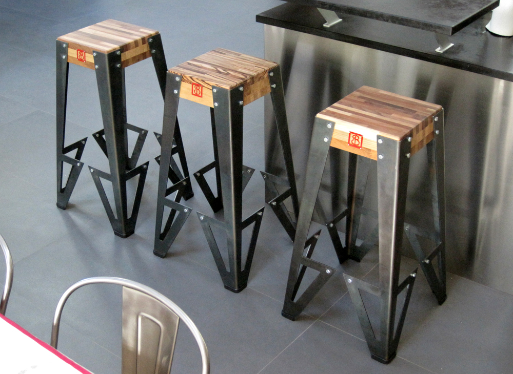 tabouret de bar style industriel. Black Bedroom Furniture Sets. Home Design Ideas