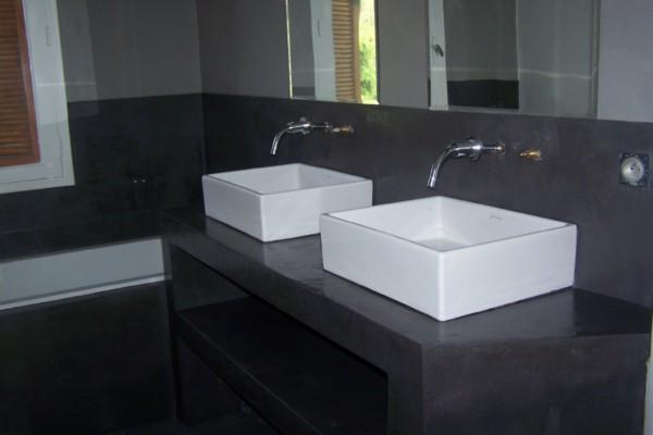 Organisation armoire salle de bain prise for Prise salle de bain