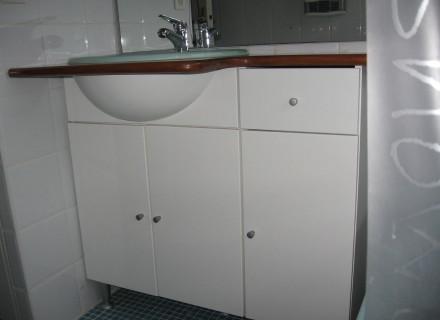 armoire salle de bain usage a vendre. Black Bedroom Furniture Sets. Home Design Ideas