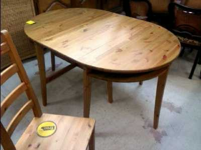 Table ronde en bois ikea home design architecture for Salle a manger table ronde