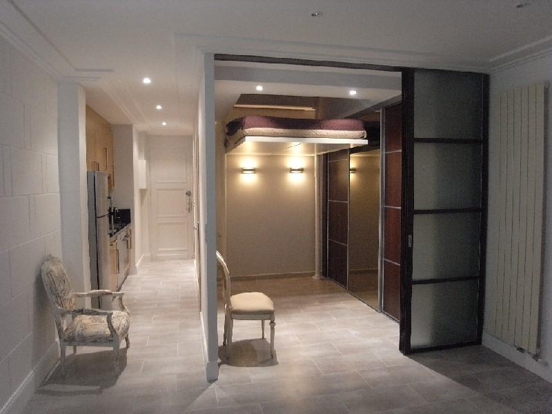 fauteuil de bureau qui descend tout seul. Black Bedroom Furniture Sets. Home Design Ideas