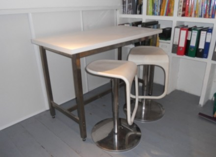table de bar a vendre. Black Bedroom Furniture Sets. Home Design Ideas