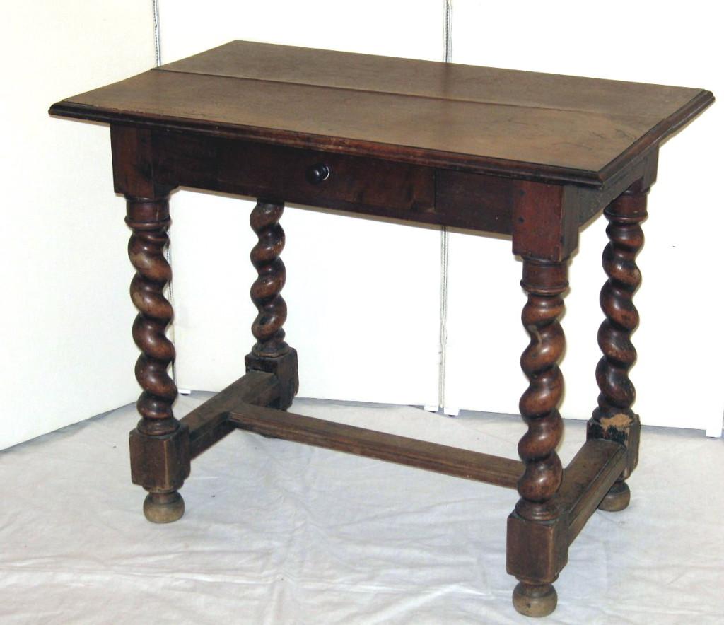 table de chevet louis xiii