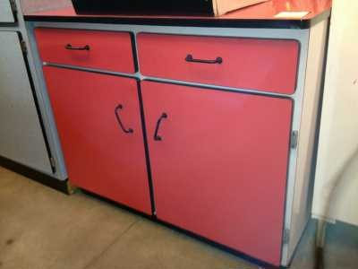 buffet bas formica rouge. Black Bedroom Furniture Sets. Home Design Ideas