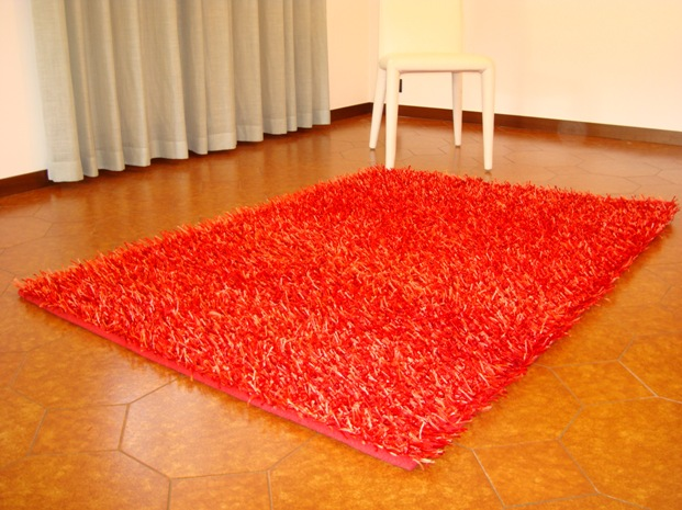 tapis salon orange rouge